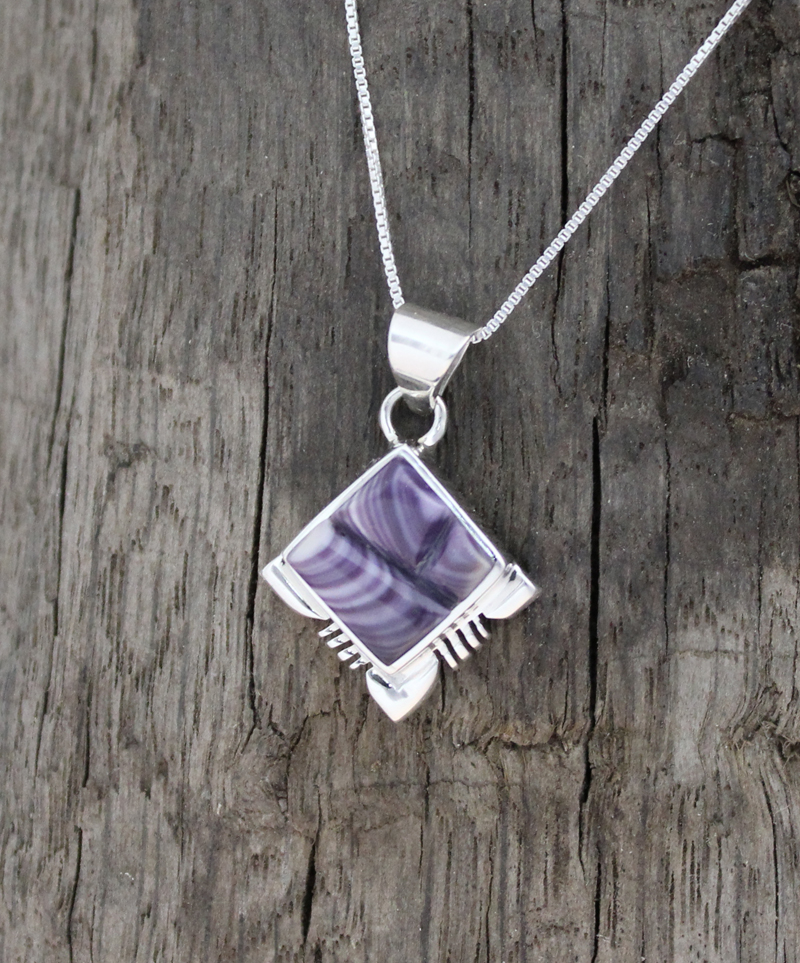 wampum single guys An eclectic collection of authentic native american silver jewelry pendants and sliders for men and women in single stone, multi stone cluster and inlay jewelry designs the word wampum comes from the narragansett word for 'white shell beads'.