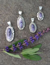 Long-Oval Cabochons with Double-Accented Edge Wampum Pendant